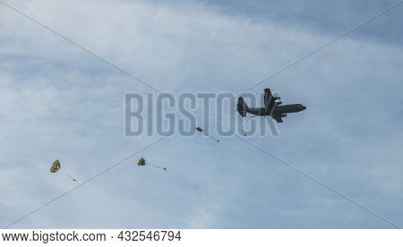 Ede, Holland, 20-sept-2019:the Airborne Commemorations On Ginkel Heath With Para Drops With Hundreds