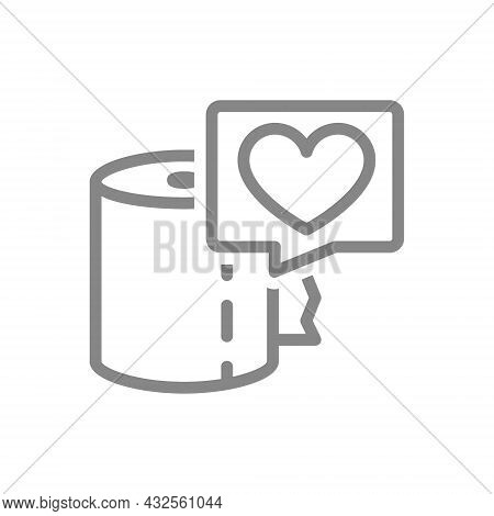Paper Towels And Heart In Speech Buble Line Icon. Paper Roll, Product Evaluation, Customer Satisfact