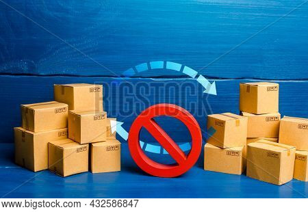 Arrows Between Boxes And Prohibition Symbol No. Trade Wars. Ban On Imports And Exports. Sanctions An