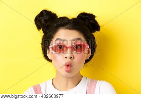 Summer Fashion Concept. Silly Glamour Girl In Sunglasses, Pucker Lips Like Fish And Looking Funny At