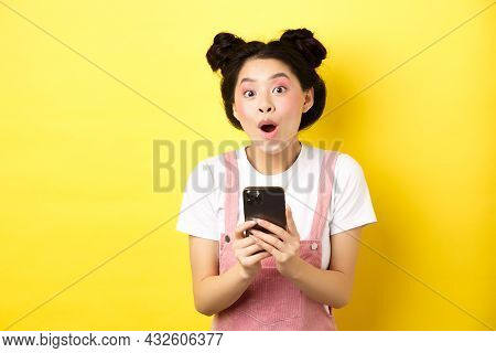 Excited Girl With Glam Makeup And Summer Clothes, Gasping Amazed, Checking Out Internet Offer On Mob