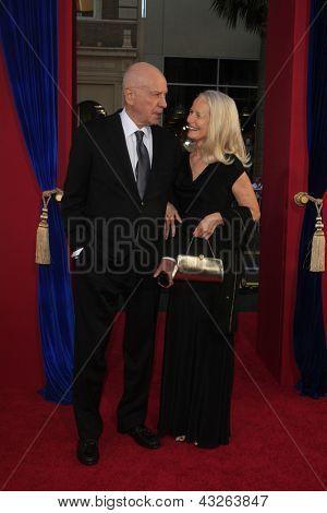 LOS ANGELES - MAR 11:  Alan Arkin arrives at the World Premiere of