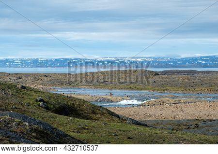 Magnificent Nunavut Landscapes - Mountains, Ocean, Tundra