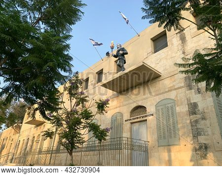 Beer Sheva, Israel - September 01, 2021: Sculpture Of Herzl With A Torch On The Facade Of The Buildi