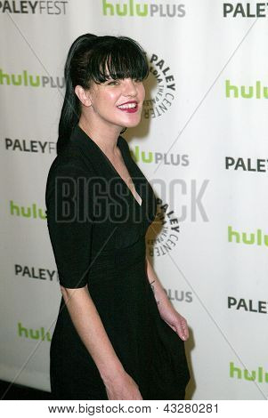 BEVERLY HILLS - MARCH 13:  Pauley Perrette arrives at the 2013 Paleyfest