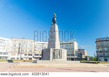 Lodz, Poland - June 7, 2021: Tadeusz Kosciuszko Monument At Freedom Square. Monument Designed By Mie