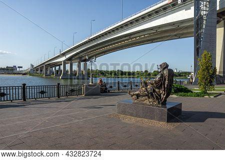 Rostov-on-don, Russia - September 7, 2021: Sculpture Don-batushka And Voroshilovsky Bridge. Embankme