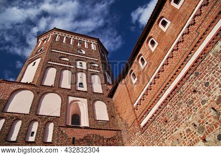 08.09.2021, Belarus-the Mir Castle Tower Of The 16th Century. Medieval Fortress With Brick On The Ba