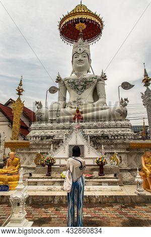 Lampang, Thailand - Sep 04, 2020 : Asian Woman To Pay Respect And Worshiping Buddha Statue At Wat Ch