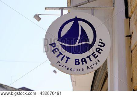 Bordeaux , Aquitaine  France - 09 05 2021 : Petit Bateau Logo Brand And Sign Text Front Of Boutique
