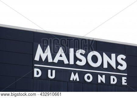 Bordeaux , Aquitaine  France - 09 10 2021 : Maisons Du Monde Logo And Text Sign Front Of Store Frenc