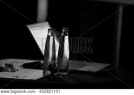 Management Presentation Lecture Ceo Seminar Laptop Power Point Drinking Water Business Manager