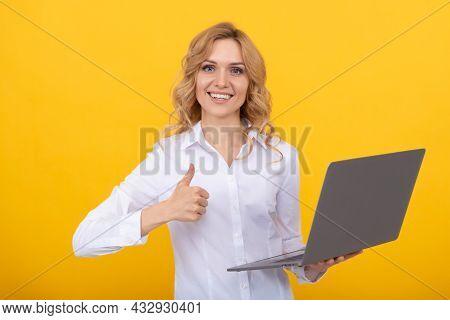 Social Network And Weblog. Business Computer Communication. Modern Technology.