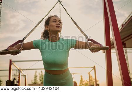 Powerful Attractive Muscular African American Woman Fitness Trainer Do Battle Workout With Ropes, Su