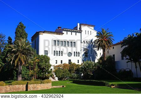 Santa Barbara County Courthouse Is A Spanish Colonial Revival Style Building And Completed In 1929.