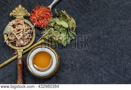 Wonderful Thai Herbal Tea With Dried Lemongrass Herb, Indian Marsh Fleabane And Safflower With Honey