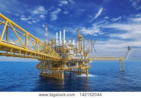 Offshore Industry oil and gas production petroleum pipelineOffshore gas production flatform.