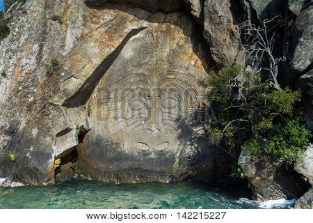 Maori rock carvings at lake taupo water 2016