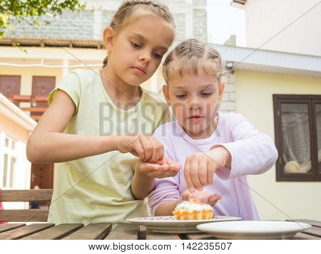 Sisters Sprinkle Confectionery Mother Cooked On Easter Cupcakes