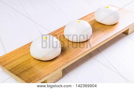 Fresh Chinese dimsum Bun on wooden tray