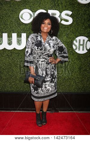 LOS ANGELES - AUG 10:  Yvette Nicole Brown at the CBS, CW, Showtime Summer 2016 TCA Party at the Pacific Design Center on August 10, 2016 in West Hollywood, CA