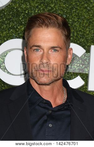 LOS ANGELES - AUG 10:  Rob Lowe at the CBS, CW, Showtime Summer 2016 TCA Party at the Pacific Design Center on August 10, 2016 in West Hollywood, CA