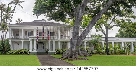 HONOLULU, HI - AUG 6: Washington Place on August 6, 2016 in Honolulu Hawaii. It is a Greek Revival palace in the Hawaii Capital Historic District in Honolulu, Hawaii. It is the governors residence.