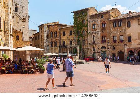 Central Square Of San Gimignano, Tuscany, Italy