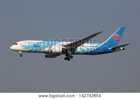 China Southern Boeing 787-8 Dreamliner Airplane Shanghai Hongqiao Airport