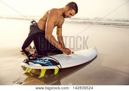 A surfer getting ready for the surf