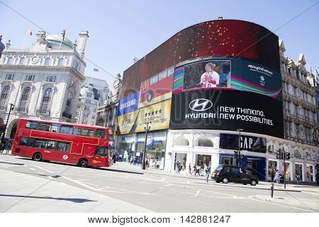 Ed Bus Passing Big Screens In Piccadilly Circus