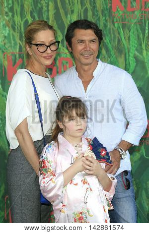 LOS ANGELES - AUG 14: Lou Diamond Phillips, Yvonne Phillips, Indigo Phillips at the premiere of  'Kubo and the Two Strings' at AMC Universal City Walk on August 14, 2016 in Los Angeles, California