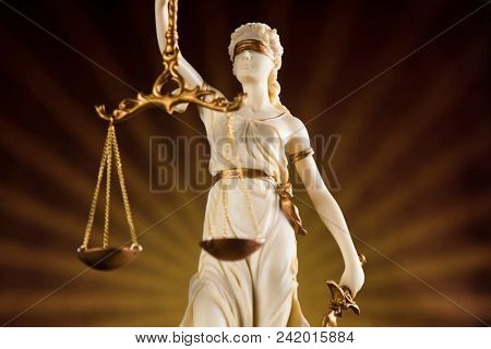 God of law, Statue of lady justice