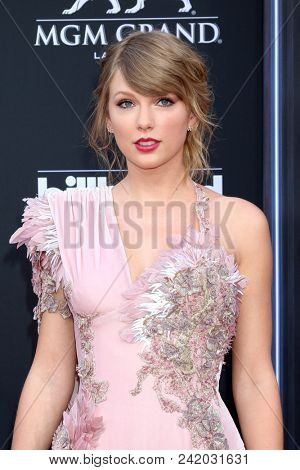 LAS VEGAS - MAY 20:  Taylor Swift at the 2018 Billboard Music Awards at MGM Grand Garden Arena on May 20, 2018 in Las Vegas, NV