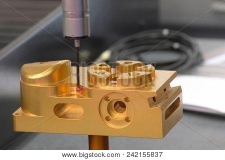working computerized numerical control metalworking machine