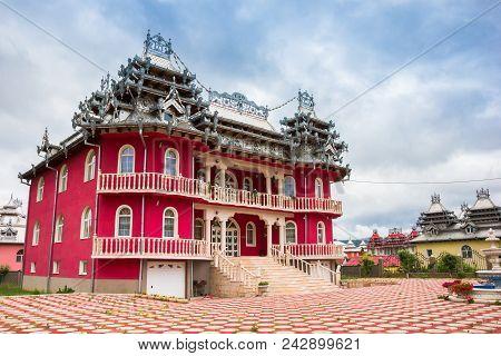 Hunedoara, Romania - June 1, 2014: Typical Gypsy House With Decorated Roof In Hunedoara, Romania