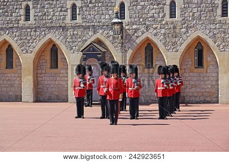 Windsor, Great Britain - May 19, 2014: The Royal Guards Are Lined Up To Begin The Ceremony Of Changi