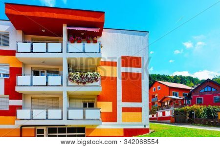 Modern Residential Apartment House At Maribor Slovenia Reflex