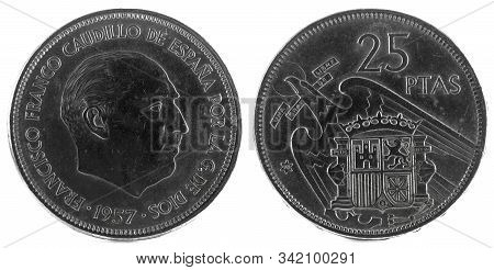 Old Spanish Coin Of 25 Pesetas, Francisco Franco. Year 1957, 70 In The Star.