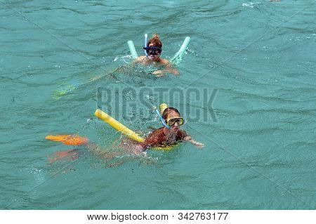 Yeppoon, Queensland, Australia - December 2019: A Caucasian Mother And Daughter Snorkeling In The Wa
