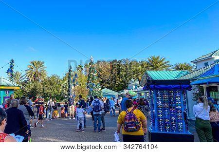Orlando,fl/usa-12/25/19: The Entrance To Seaworld Orlando Theme Park On Christmas Day As Visitors Ar