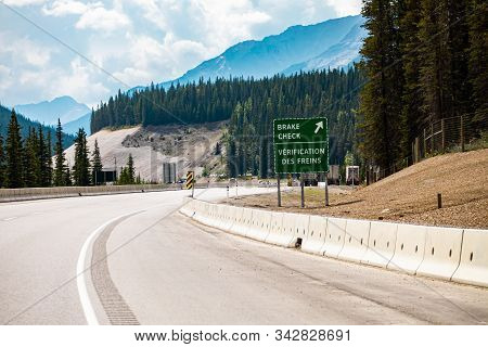 Two Languages French And English Information Road Signs, On The Canadian Highway, Break Check Green