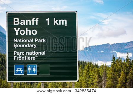 Canadian Two Languages French And English Information Road Green Signs, 1 Km To Banff Town, Yoho Nat
