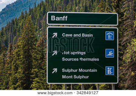 Canadian Two Languages French And English Information Road Green Signs, Banff Town, Cave And Basin,