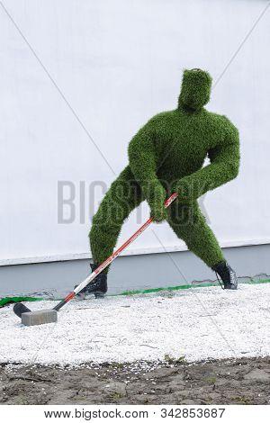 Vladimir, Russia April 18, 2019 Vladimir Blagonravova Street 1, Sculpture Of A Hockey Player Made Of