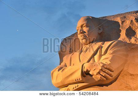 WASHINGTON DC - 02 de mayo: El Martin Luther King Jr Memorial ubicado en el National Mall en la marea