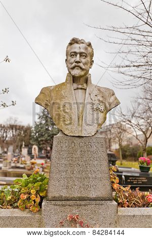 Grave Of Doctor Julio Carrie In Paris