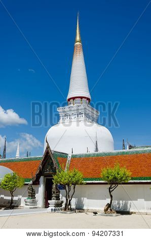 Giant Pagoda  Of  Wat Phra Mahathat Woramahawihan