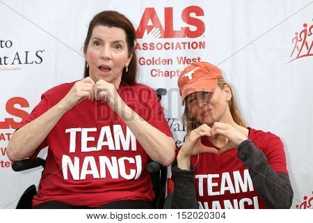 LOS ANGELES - OCT 16:  Nanci Ryder, Renee Zellweger at the ALS Association Golden West Chapter Los Angeles County Walk To Defeat ALS at the Exposition Park on October 16, 2016 in Los Angeles, CA