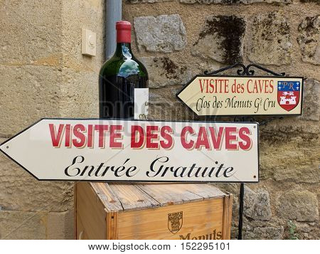 7 may 2014-siant emilion-france-shop selling wine near sant Emilion in France